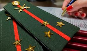 Госслужащие МЧС будут носить знаки отличия и погоны